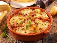 Рецепта Картофен тартифлет с бекон, сметана и сирене Бри или Камембер